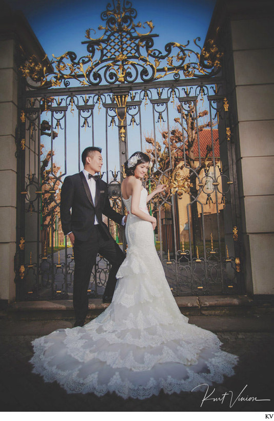 Suki & Steven elegant pre-wedding photos Prague Castle.