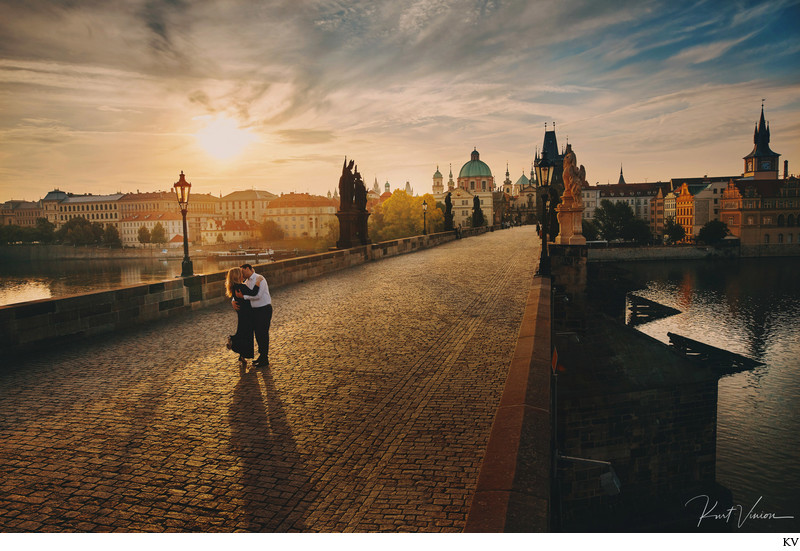 A romantic sunrise engagement photo session in Prague