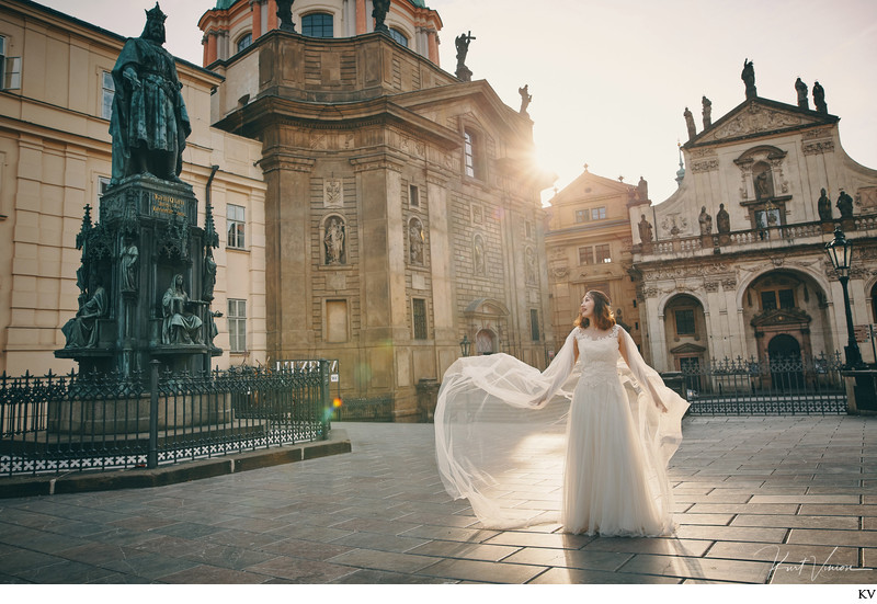 bride in the morning sun light Prague pre-wedding