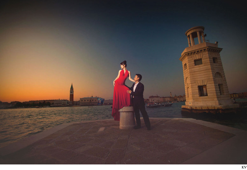 M+J very sexy pre-wedding in Venice overlooking Venezia