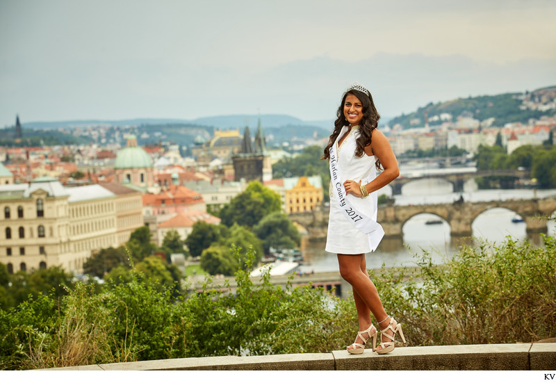 Miss Harlan County - family & solo portraits Prague