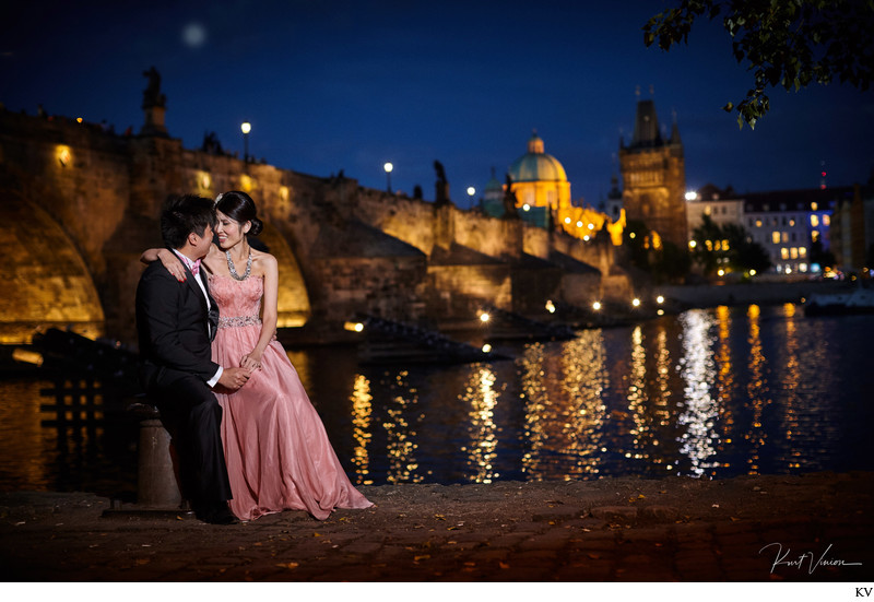 K+S laugh during their evening pre-wedding in Prague