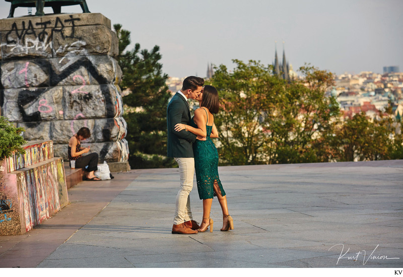 A romantic marriage proposal in Prague: a kiss