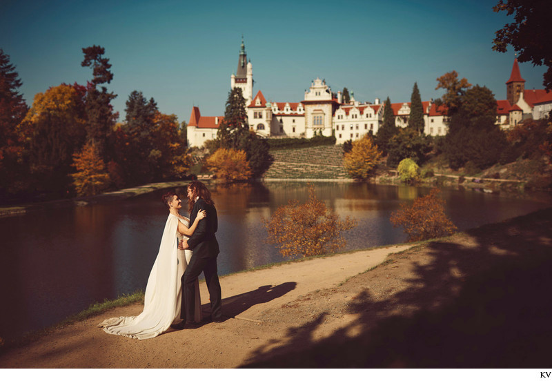 Gorgeous bride in the Berta dress Pruhonice Castle
