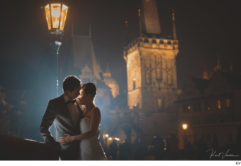 Charles Bridge lovers under gas lamp Prague pre wedding