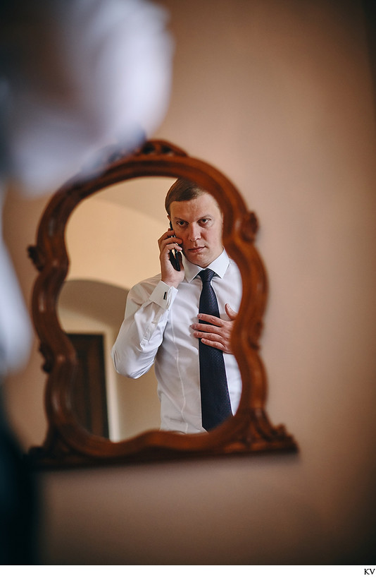 Hluboka nad Vltavou Groom business call wedding day