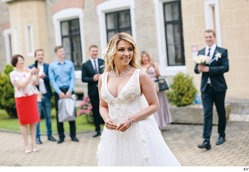 bride 1st look Hluboka nad Vltavou Castle wedding
