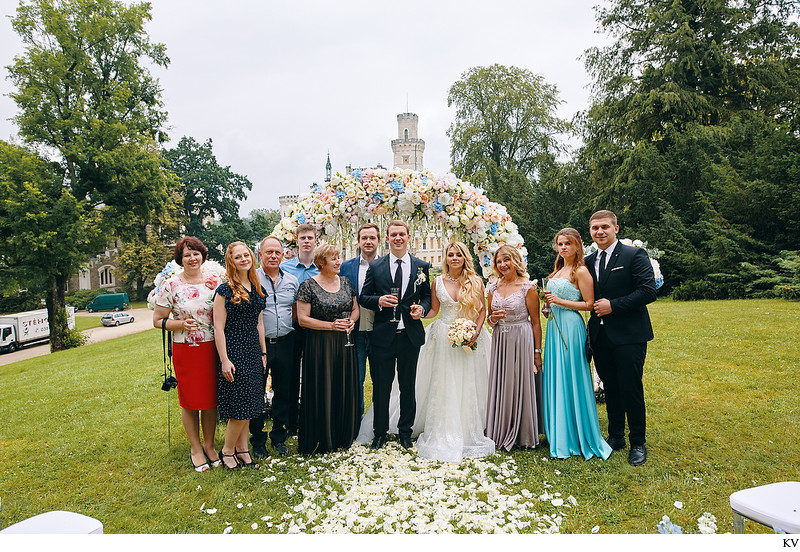 Hluboka nad Vltavou Castle wedding group picture