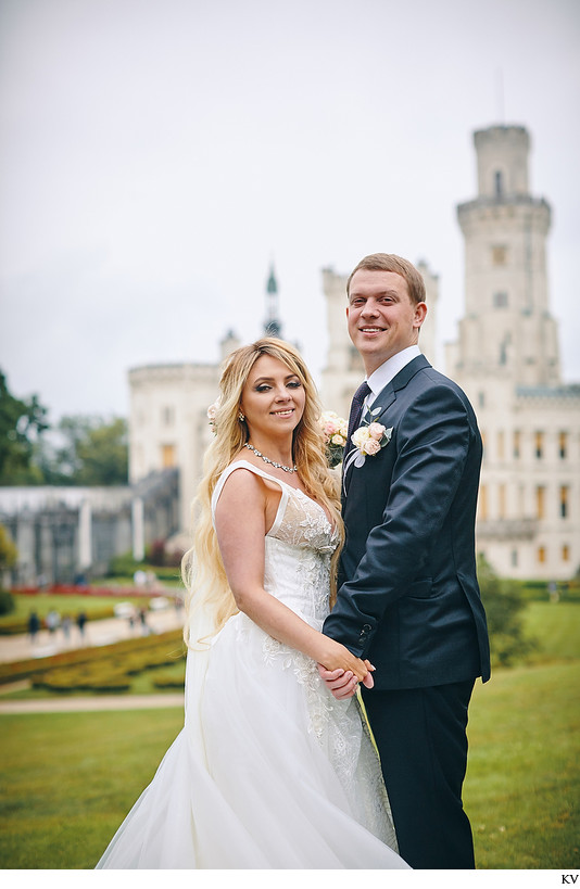 Hluboka Castle wedding happy newlyweds