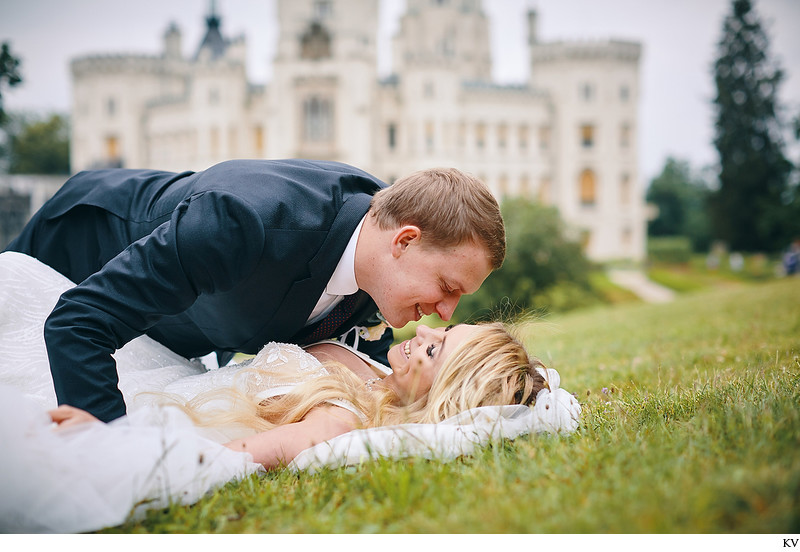 Hluboka nad Vltavou Castle wedding couple in grass