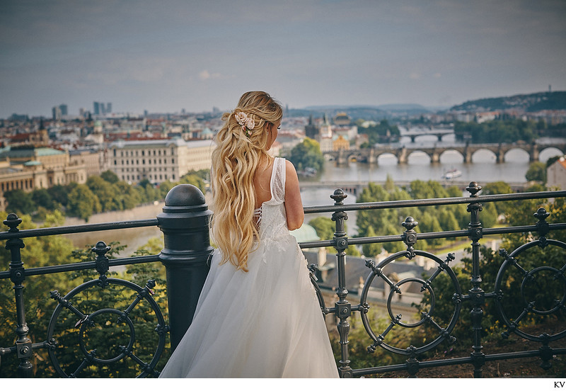 Russian bride Anna Prague wedding overlooking city