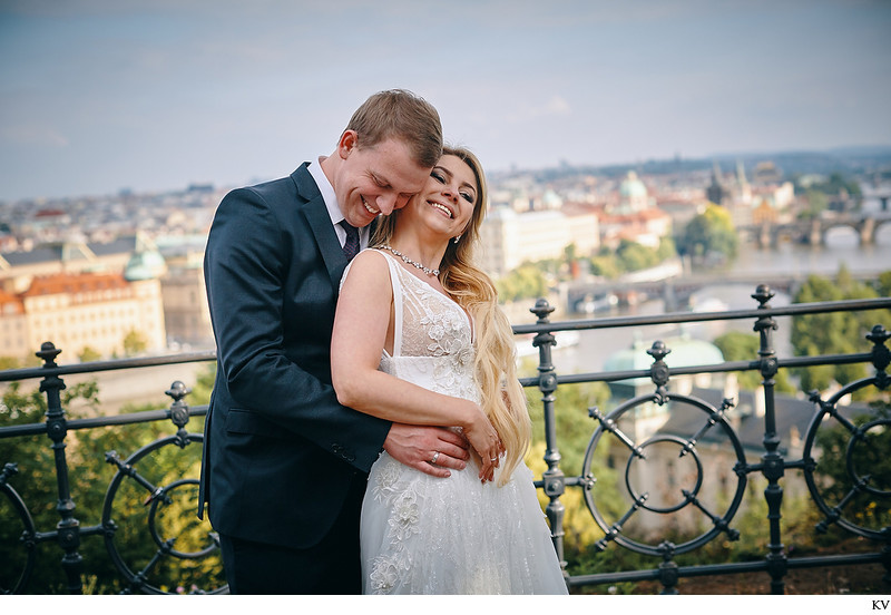 A&S beautiful Prague wedding photos Letna overlook