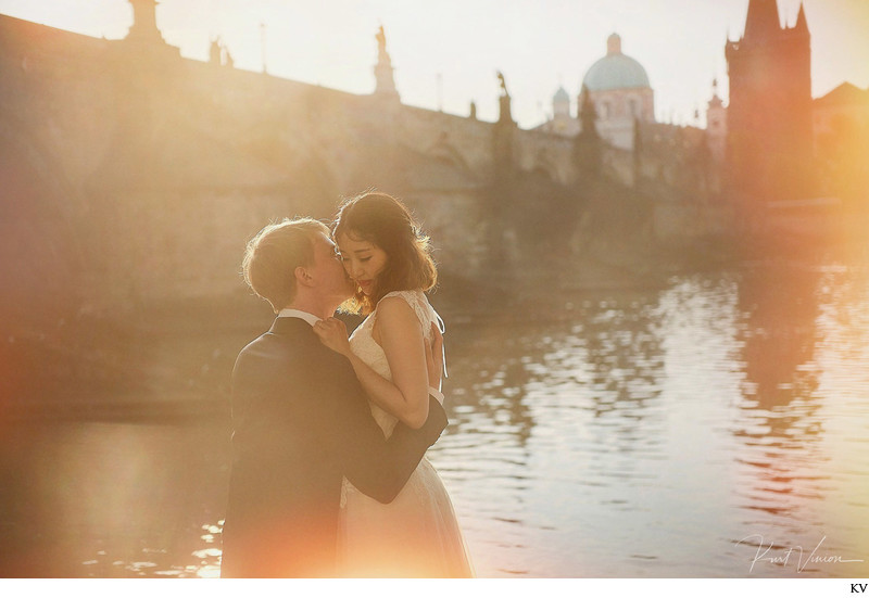 authentic intimate wedding day portraits Prague
