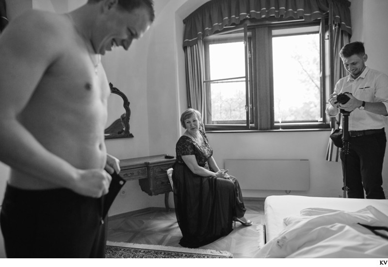 Hluboka nad Vltavou Castle wedding groom BW prep