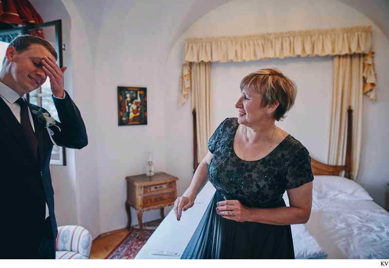 Hluboka nad Vltavou Castle nervous groom & mother