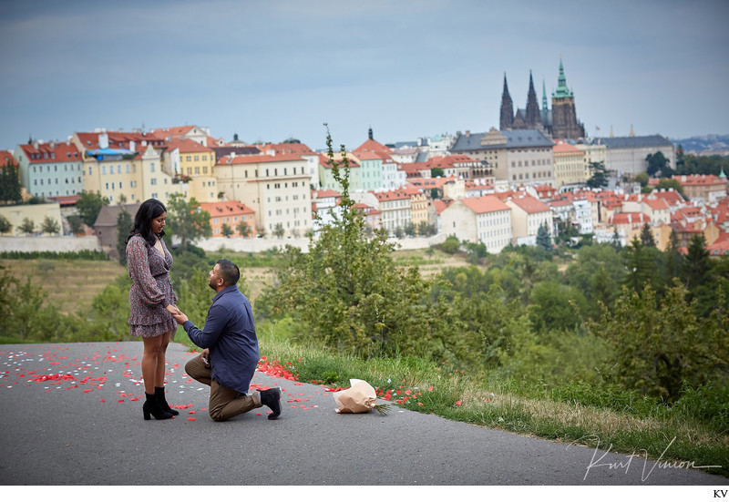 secret marriage proposal Prague I H&R I Prague Castle