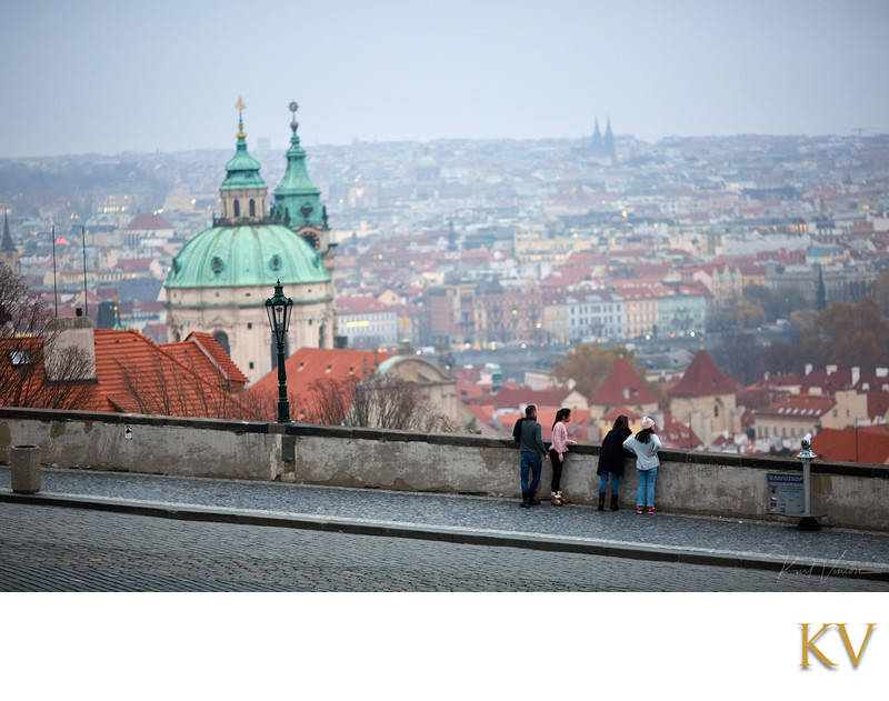 Reportage styled family portraits I Prague Castle