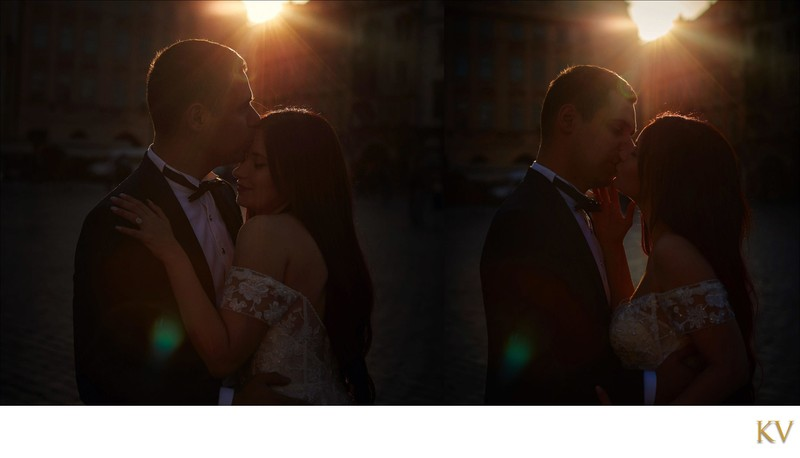 Sun flared kiss for Turkish bride & groom Old Town