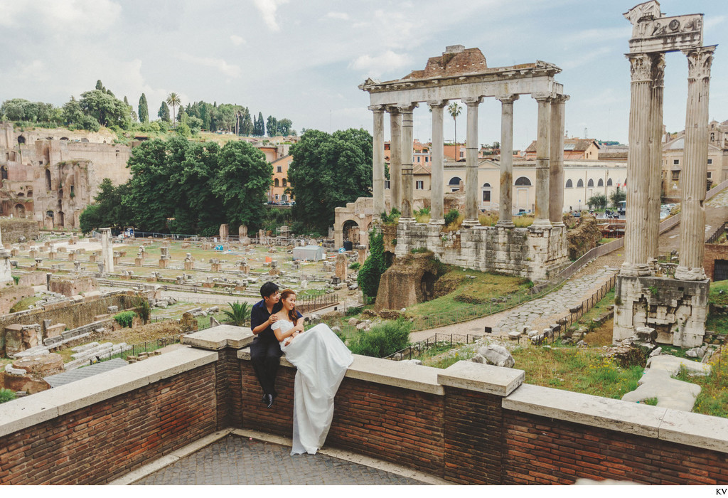 couple enjoying the view overlooking the Roman Forum