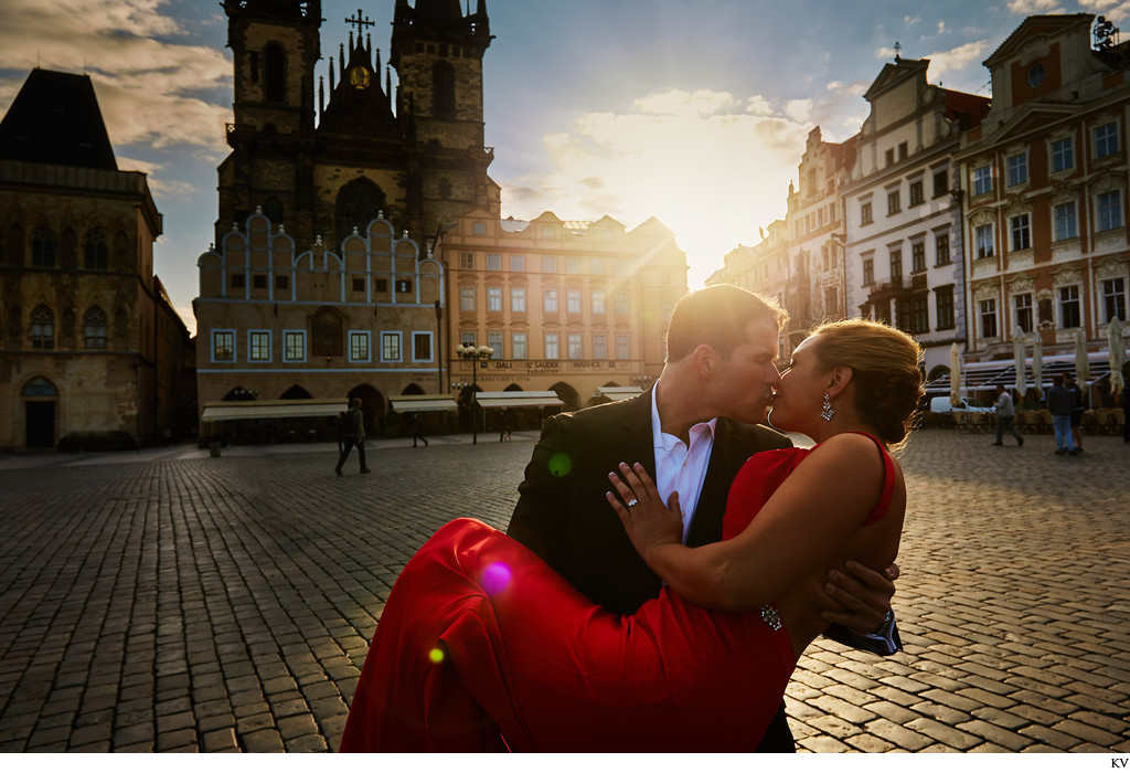 Kissing his fiancee in the Old Town Square
