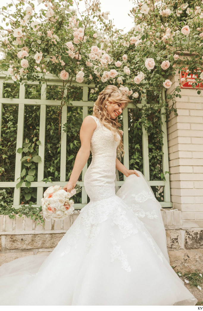 natural styled beautiful bridal portraits Prague Castle