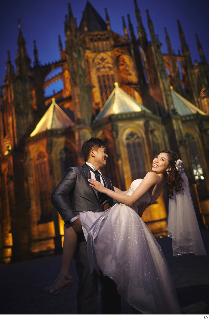 an amazing Prague pre-wedding photo shoot at the castle