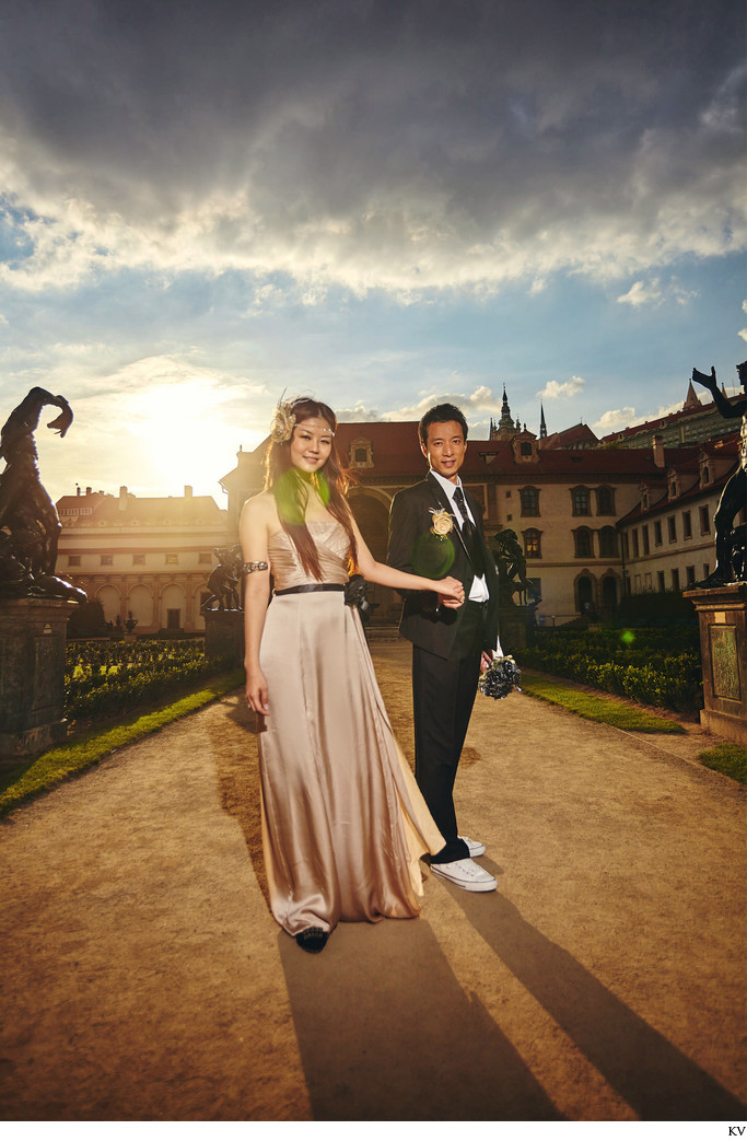 Y&R (HK) stylish pre wedding photo session Prague