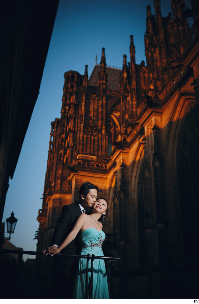 Rose & Alpha pre-wedding photos Prague Castle at night