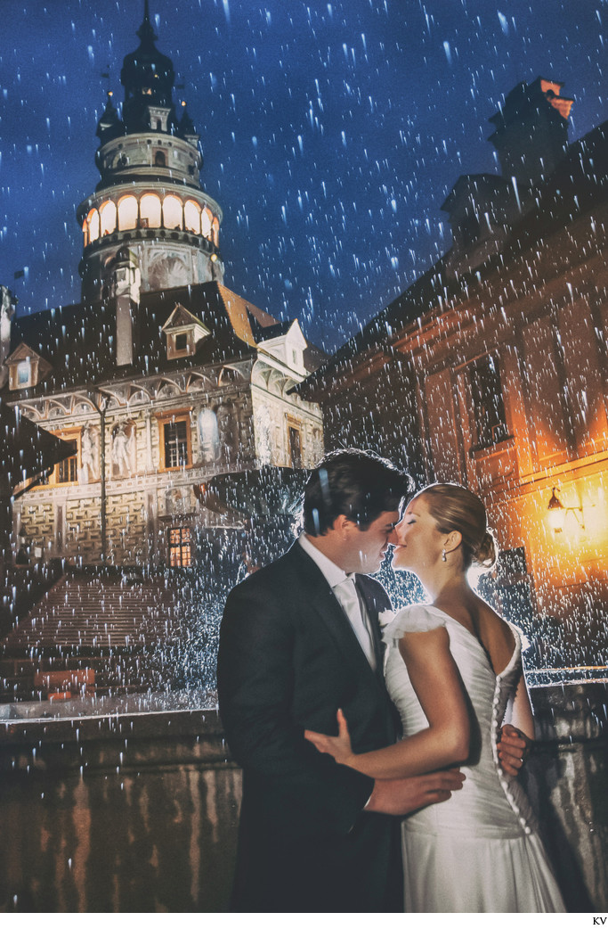 wedding kiss in the rain at Cesky Krumlov castle night