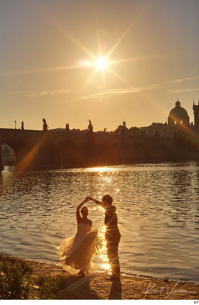 sun kissed dancers - Golden Light pre-weddings Prague