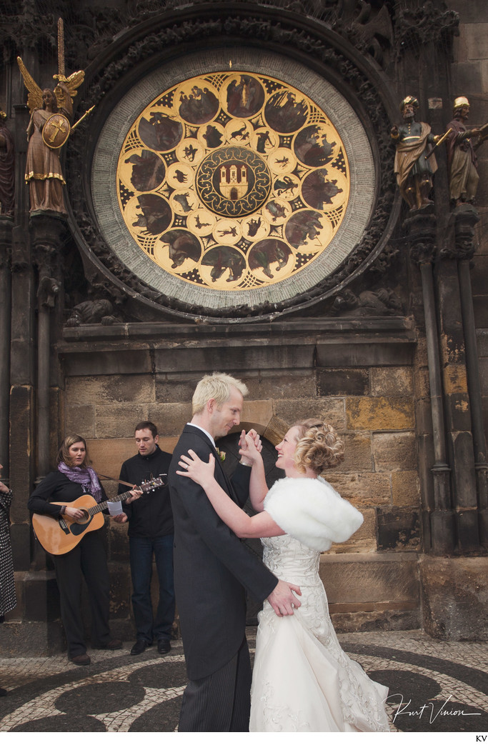 TR winter wedding dance under Astronomical Clock Prague