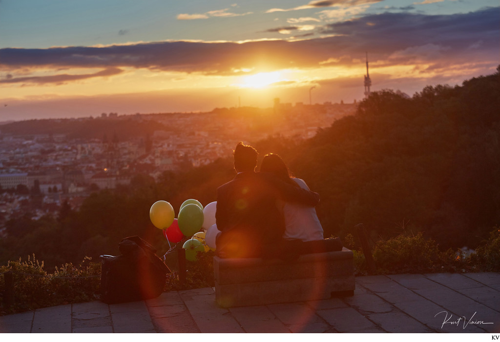 marriage proposal in Prague captured at sunrise