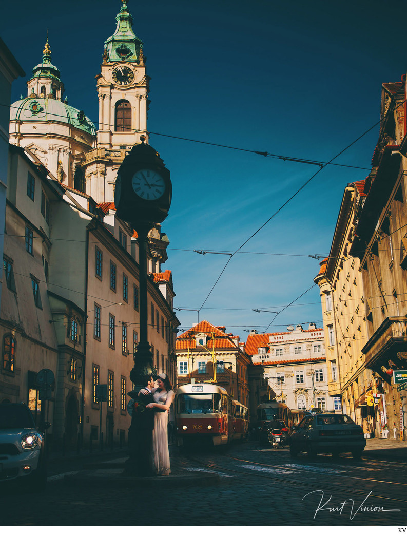 hipster couple in Mala Strana Prague wedding photos