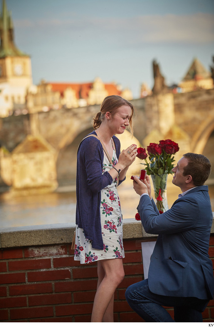 surprise marriage proposal Charles Bridge Prague