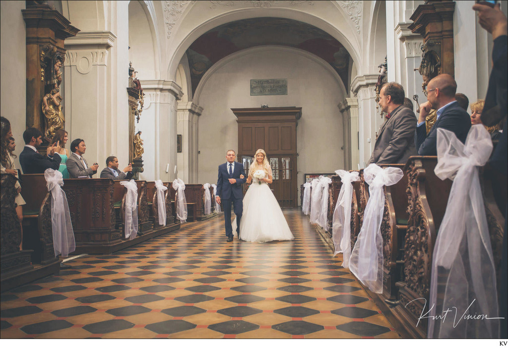 Father walks daughter down the aisle St. Thomas Prague