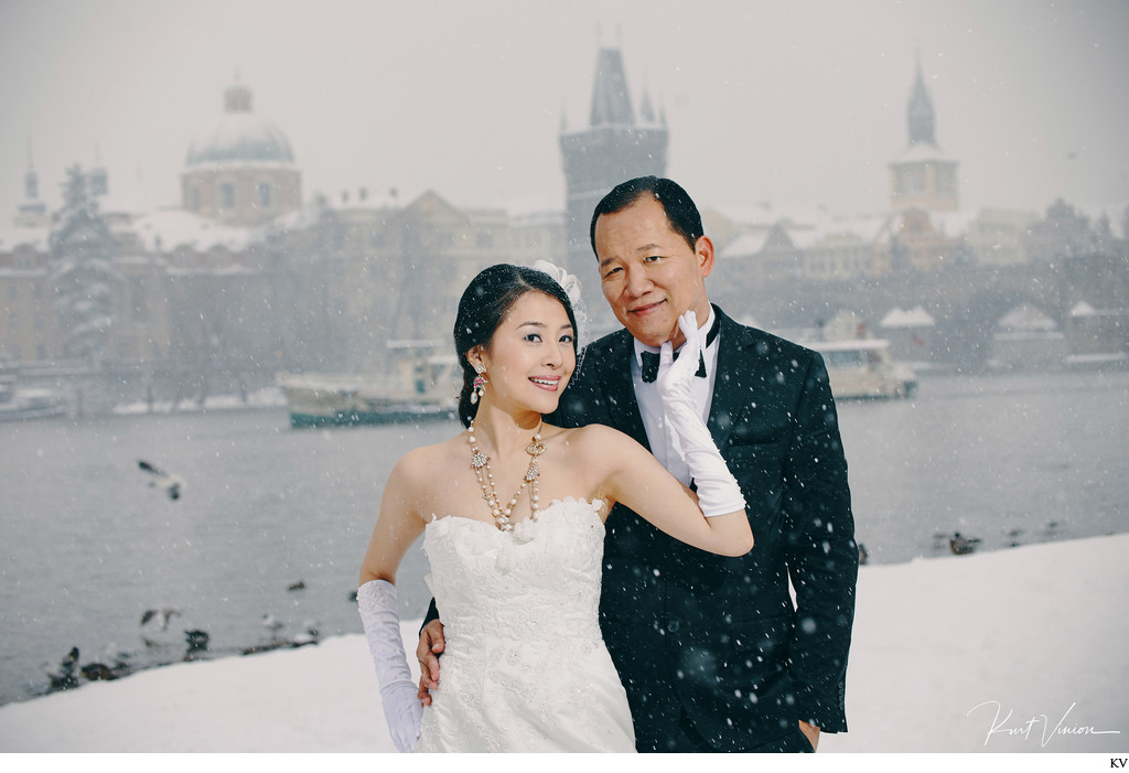 luxury winter time pre-wedding photos Prague