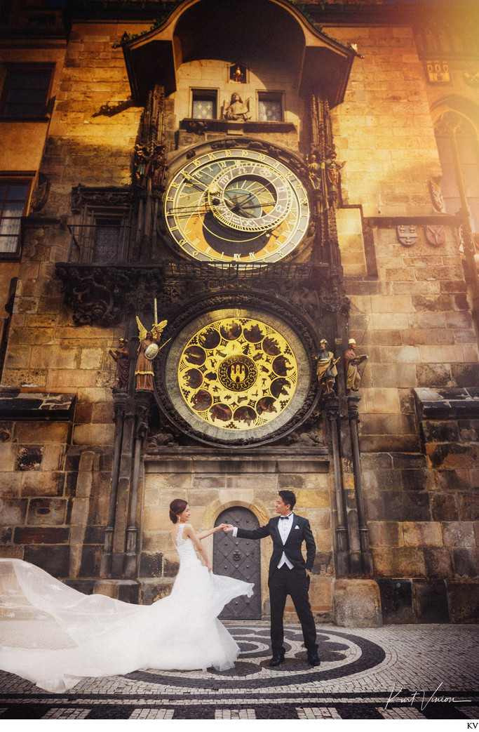 wedded couple dancing under Astronomical Clock