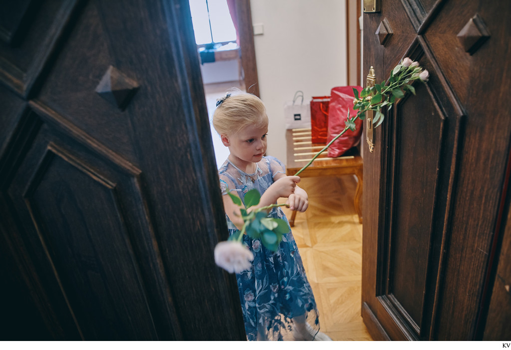 Hluboka nad Vltavou Castle wedding flower girl