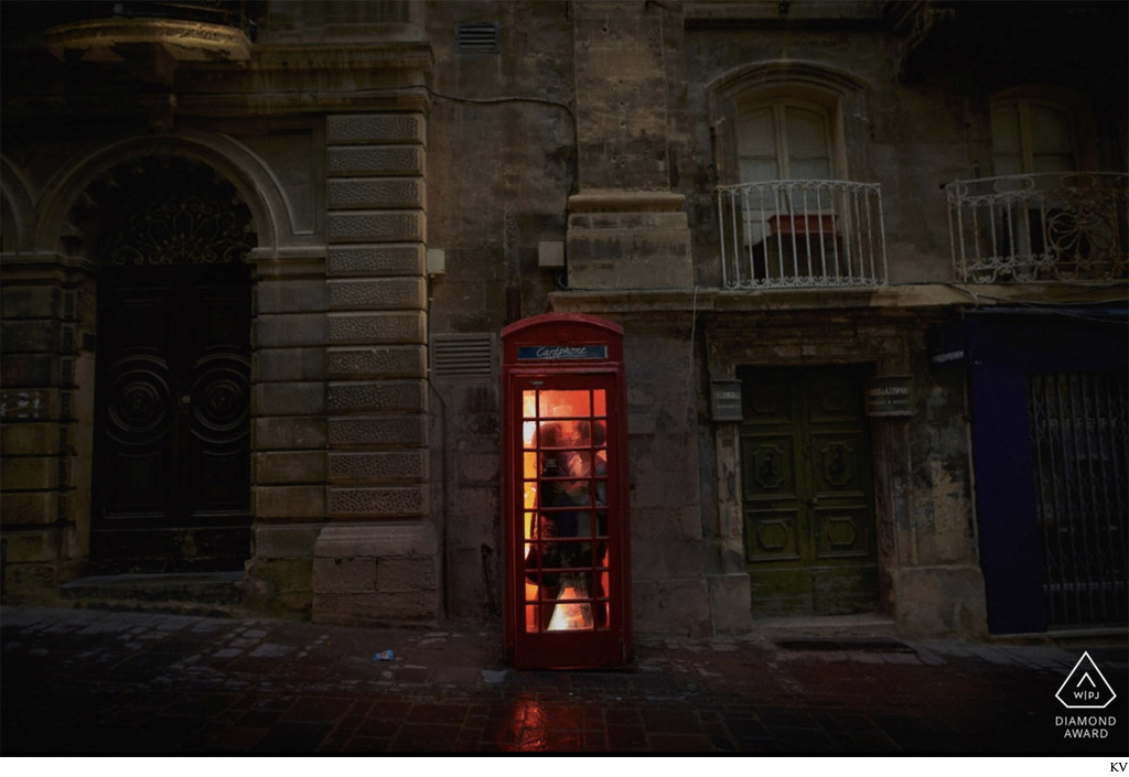 WPJA Diamand Award - Malta - couple in Telephone box