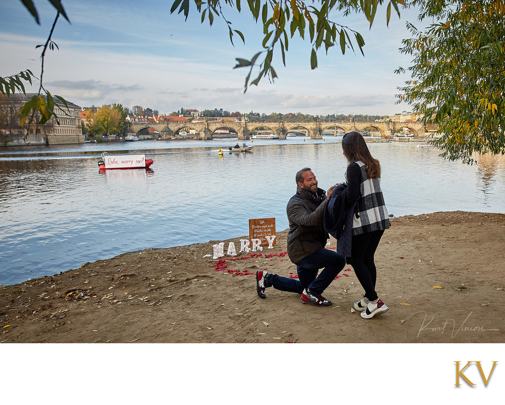 Riverside marriage proposal Prague Lidia & Hiram 2