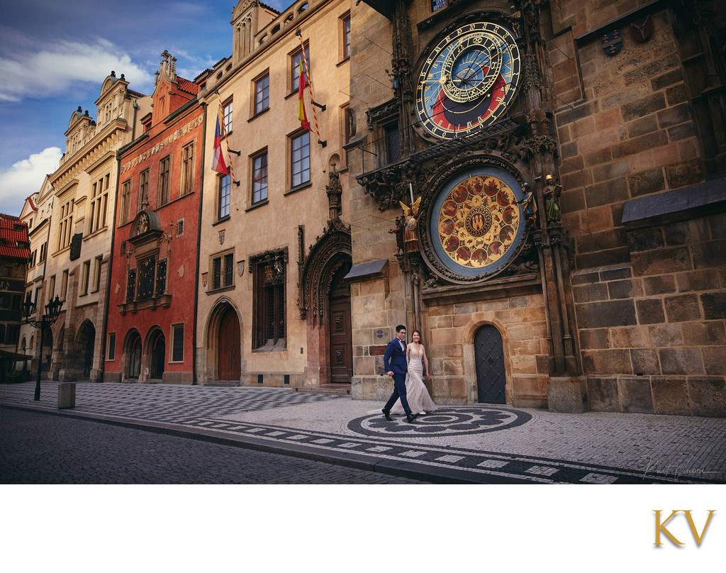 elegant couple running under the Astronomical Clock