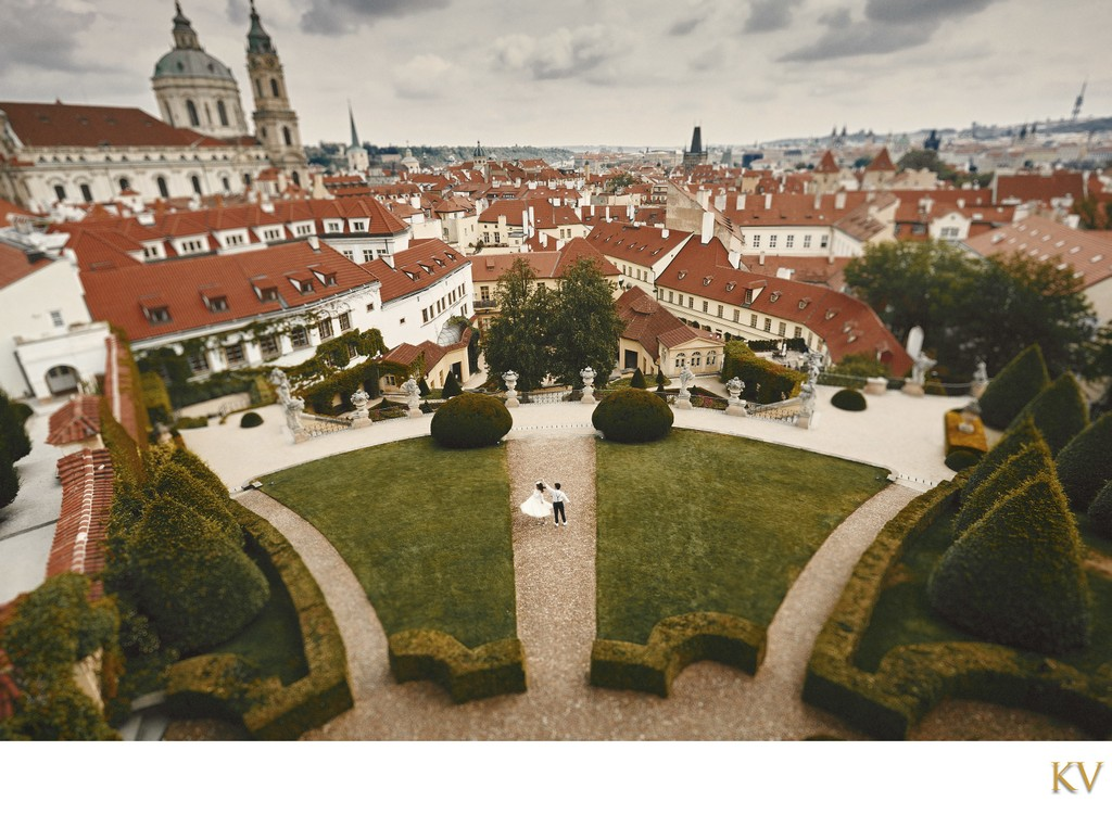 Couple dancing above Vrtba Garden a Prague pre wedding