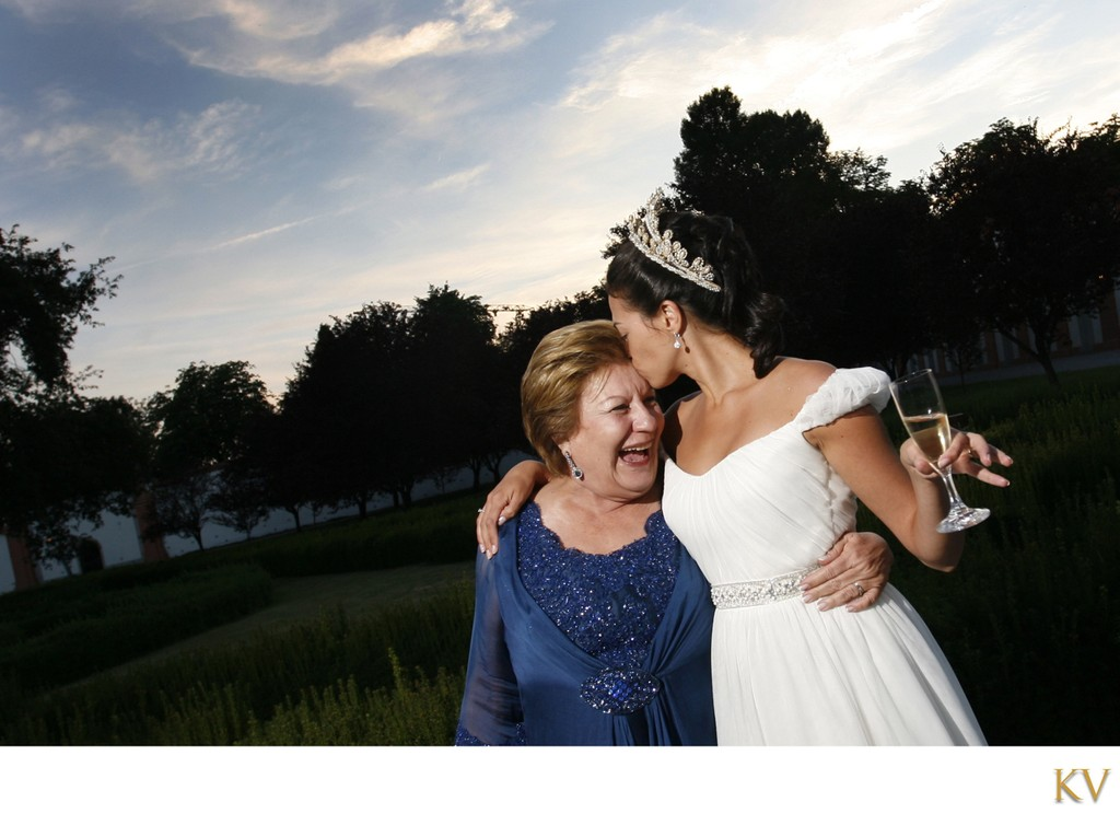 A Kiss for mom Troja Chateau weddings