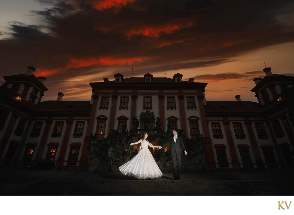 newlyweds enjoying the sunset at the Troja Palace