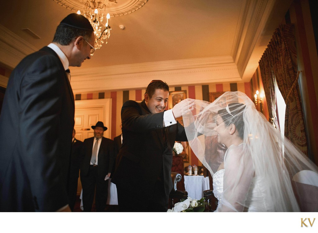 Bedeken Ceremony Jewish Veil Tradition N. Ireland wedding