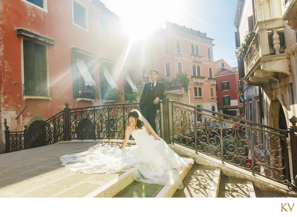 Sun flared portraits of Daisy & Louis in Venice