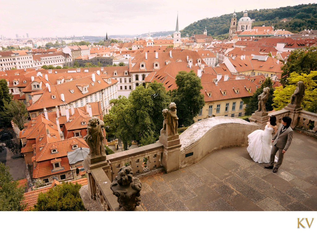 Sophisticated, timeless, atmospheric weddings Prague