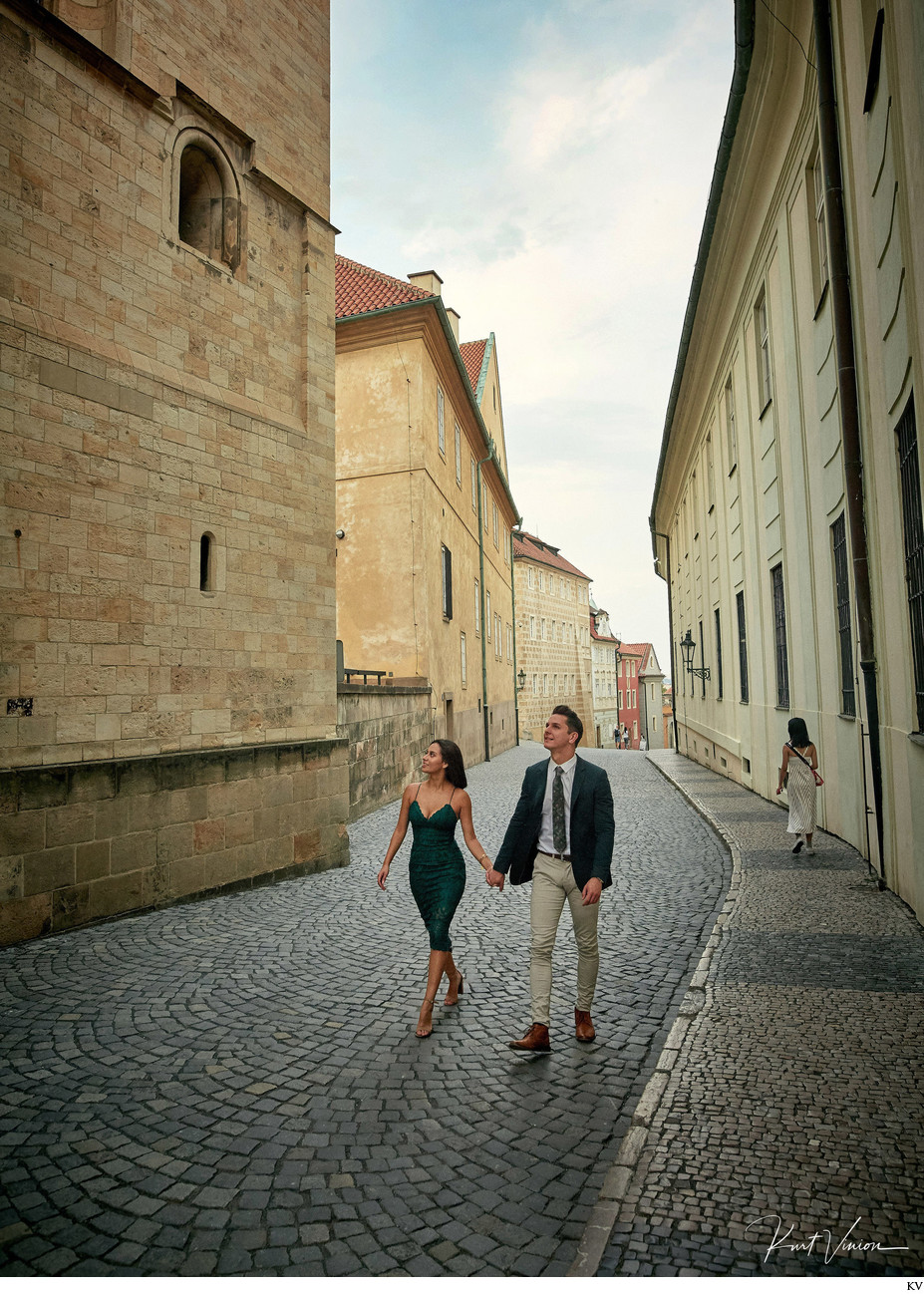 Prague marriage proposal: a walk through the castle