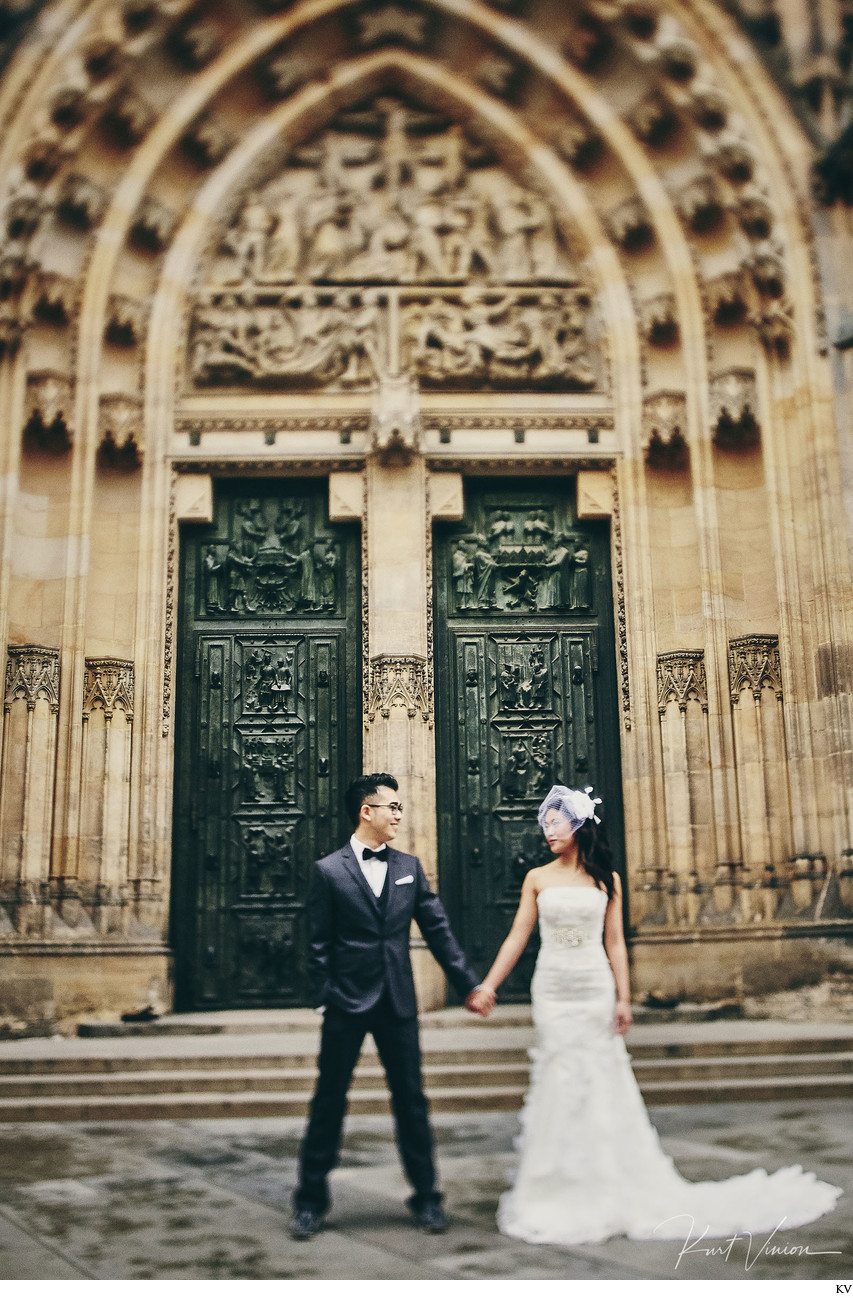 New York City Hipsters Prague Castle pre-wedding