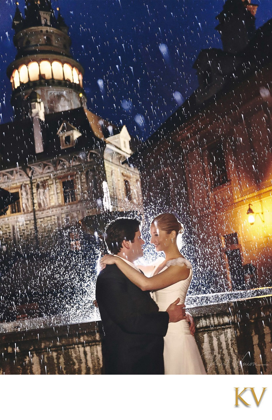 Cesky Krumlov Castle Best Wedding Picture 'in the rain'